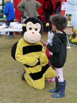 Bee (in case you thought it's a monkey)
